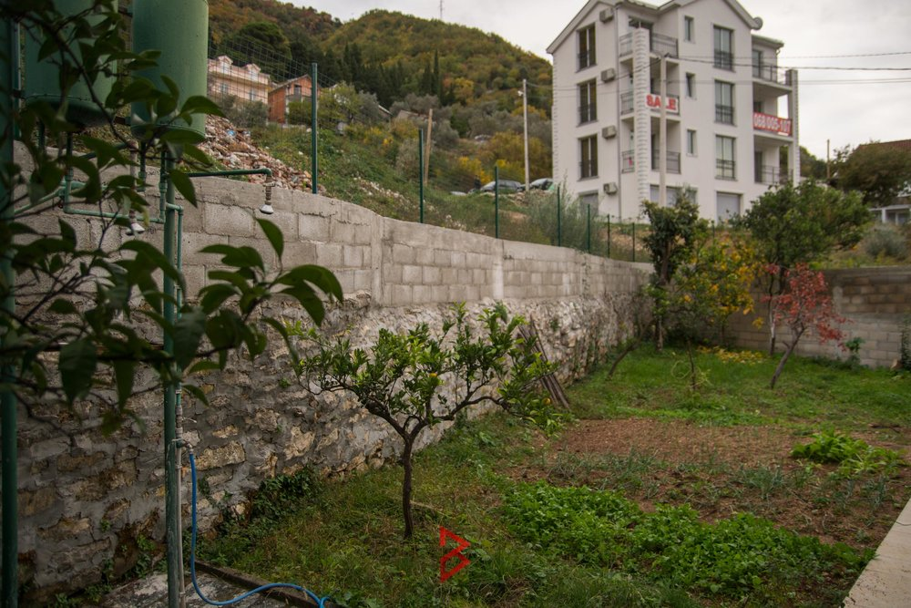 Old stone house for sale in Boka Bay