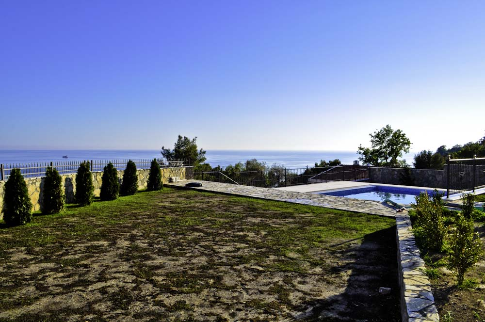 Villa with sea view and swimming pool for sale in Bar Montenegro