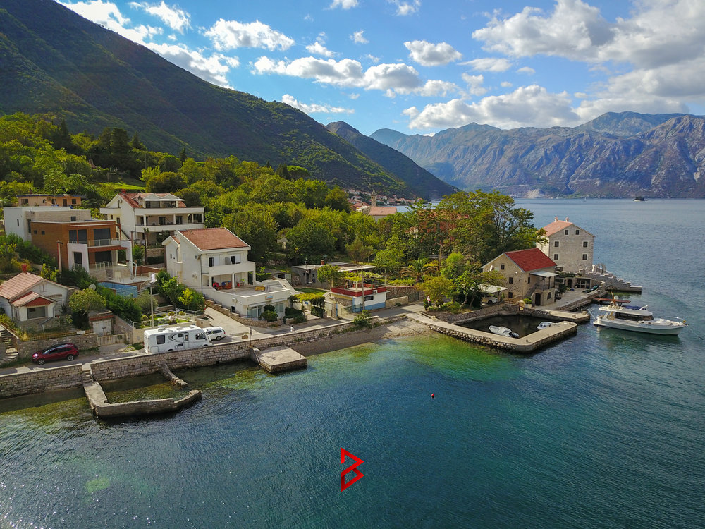 First line villa with swimming pool for sale in Boka Bay
