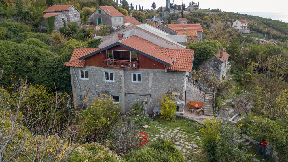 Stone house with sea view in Bogisici