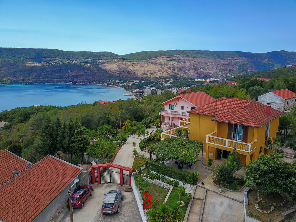 House with panoramic view in Herceg Novi