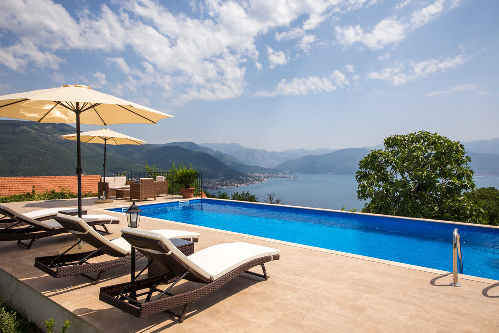 Stone house with swimming pool in Boka Bay