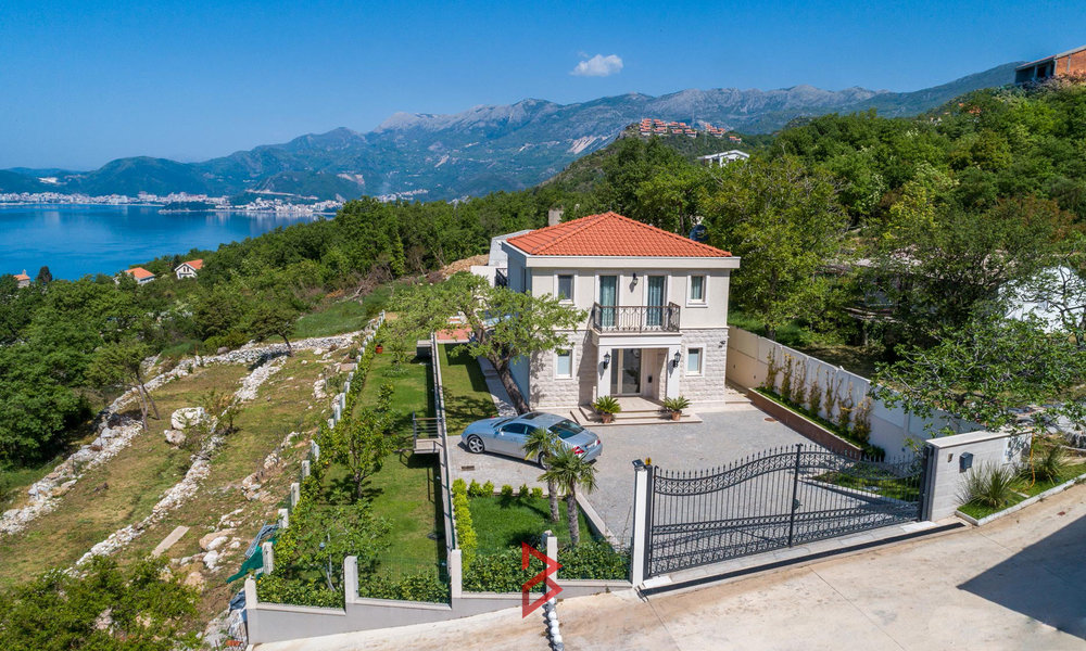 luxury-villa-for-sale-in-Budva-Montenegro-(1).jpg