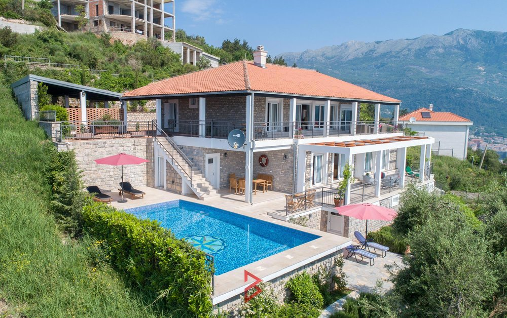 luxury-villa-for-rent-budva-montenegro (1).jpg