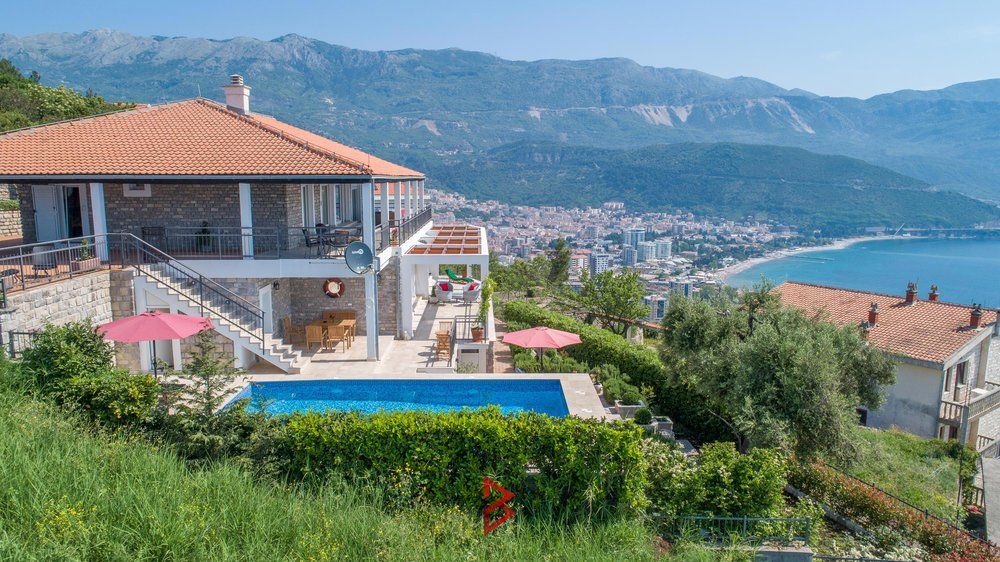 luxury-villa-for-rent-budva-montenegro (3).jpg