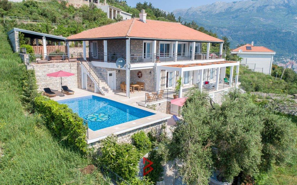 luxury-villa-for-rent-budva-montenegro (13).jpg