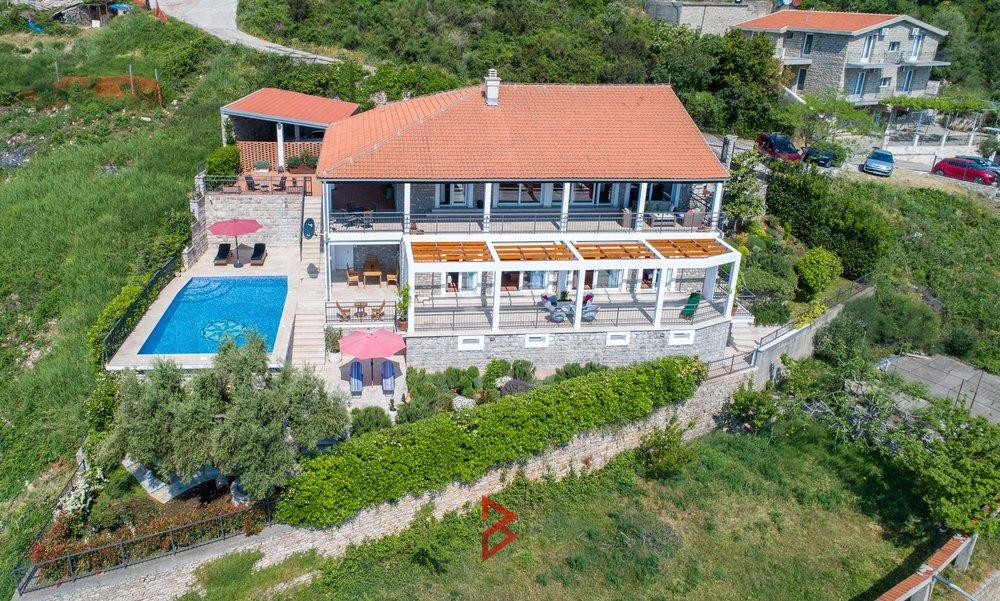 luxury-villa-for-rent-budva-montenegro (18).jpg