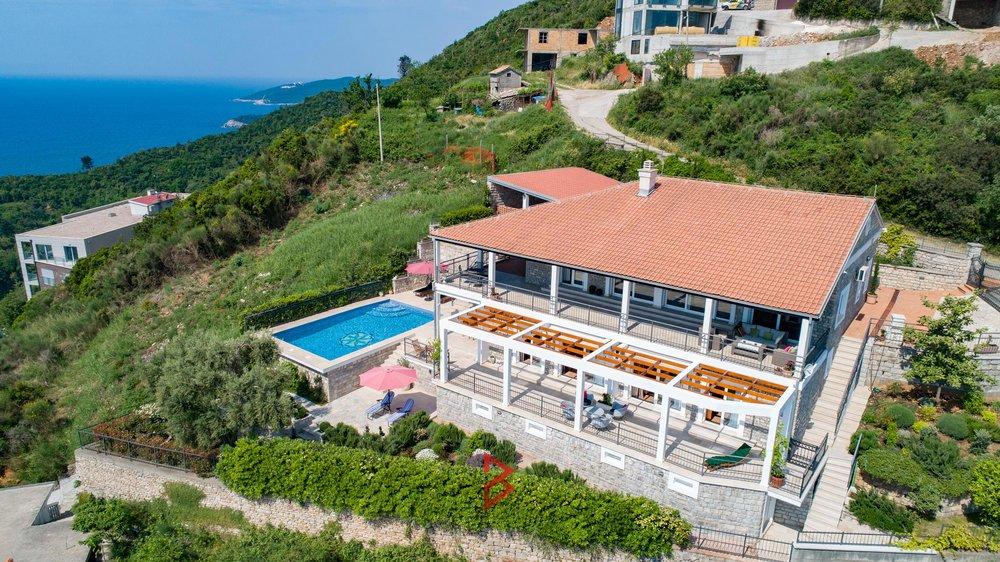 luxury-villa-for-rent-budva-montenegro (19).jpg