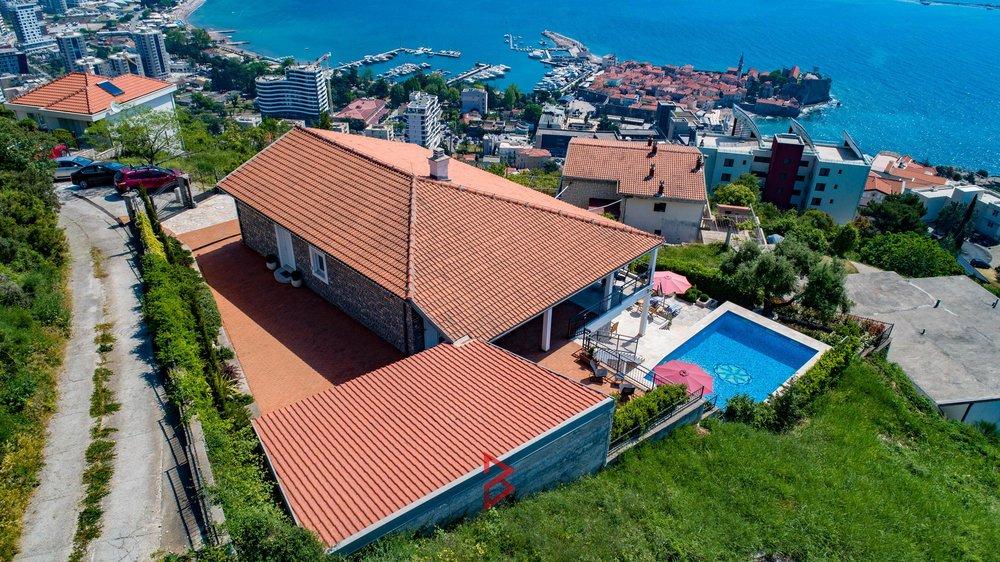 luxury-villa-for-rent-budva-montenegro (24).jpg