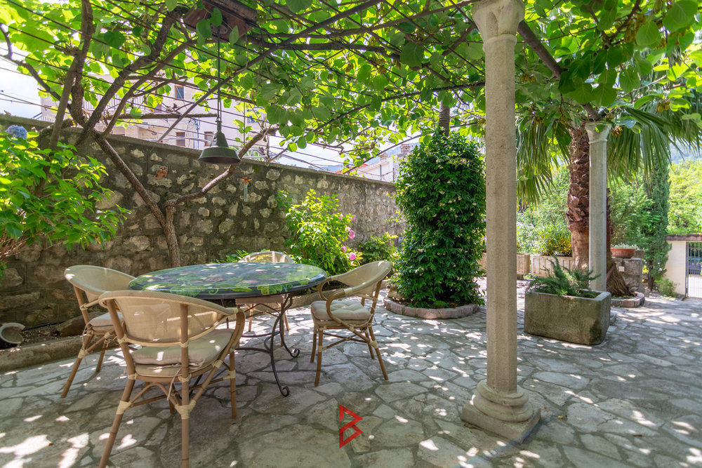 Luxury house for sale in Kotor