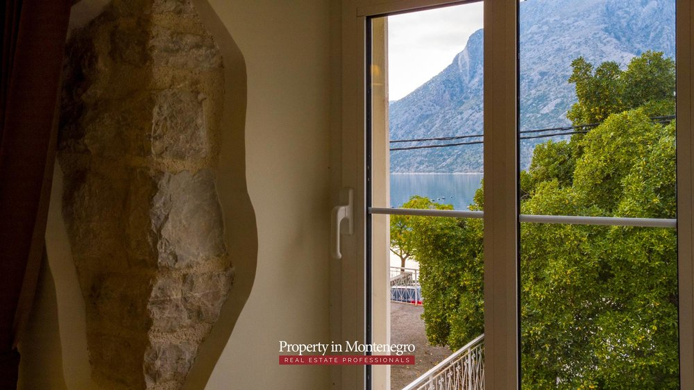 First-line-villa-for-sale-in-Kotor-Montenegro (15).jpg