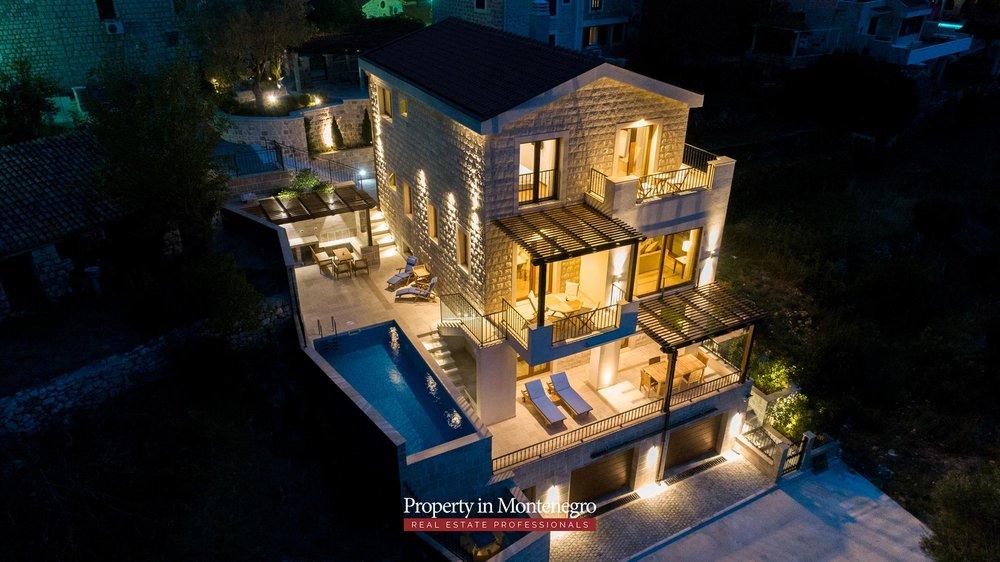 luxury-villa-with-swimming-pool-for-sale-in-Budva (3).jpg