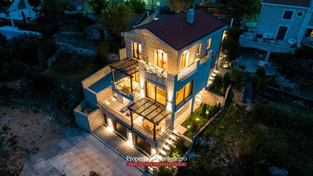 luxury-villa-with-swimming-pool-for-sale-in-Budva (6).jpg