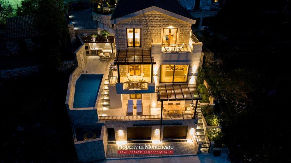 luxury-villa-with-swimming-pool-for-sale-in-Budva (16).jpg