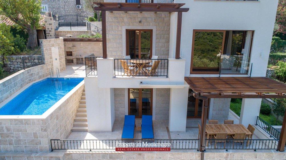 luxury-villa-with-swimming-pool-for-sale-in-Budva (25).jpg