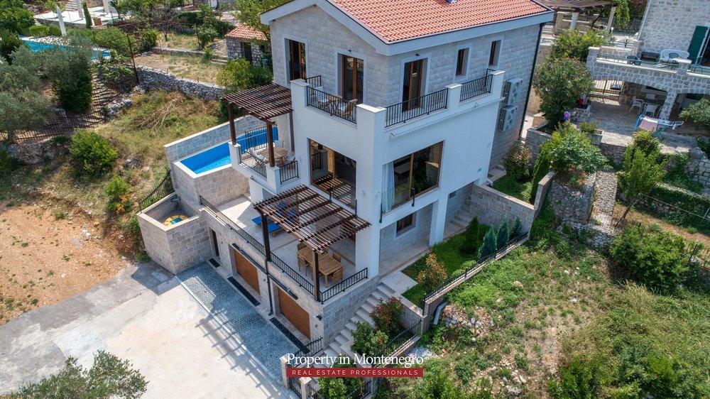 luxury-villa-with-swimming-pool-for-sale-in-Budva (32).jpg