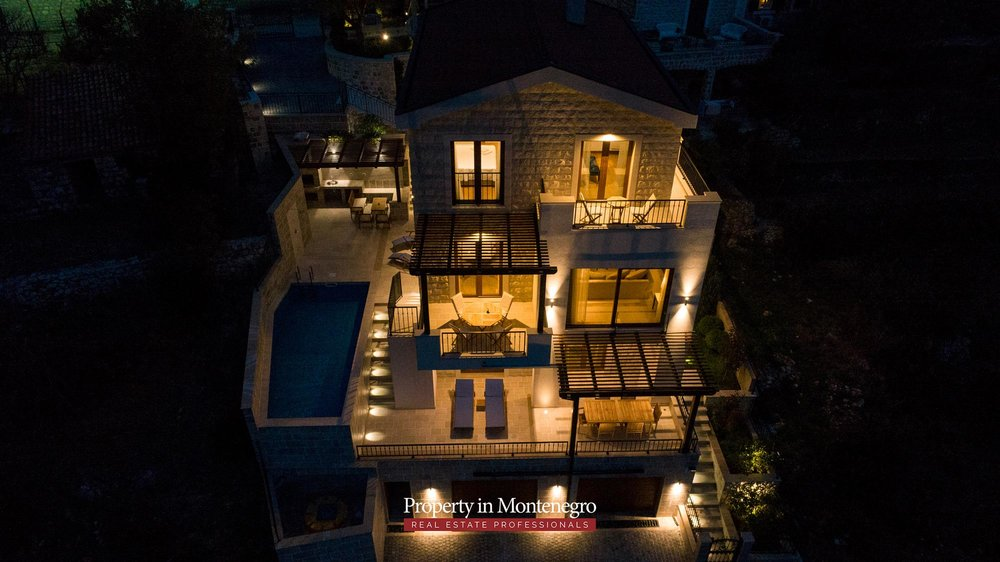luxury-villa-with-swimming-pool-for-sale-in-Budva (34).jpg