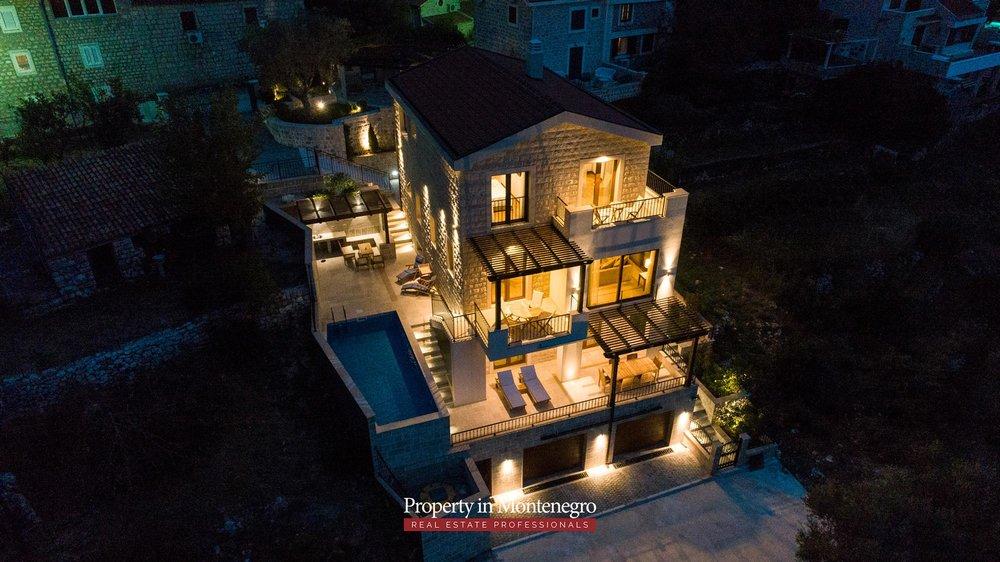 luxury-villa-with-swimming-pool-for-sale-in-Budva (35).jpg