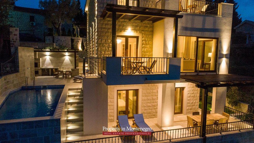 luxury-villa-with-swimming-pool-for-sale-in-Budva (37).jpg