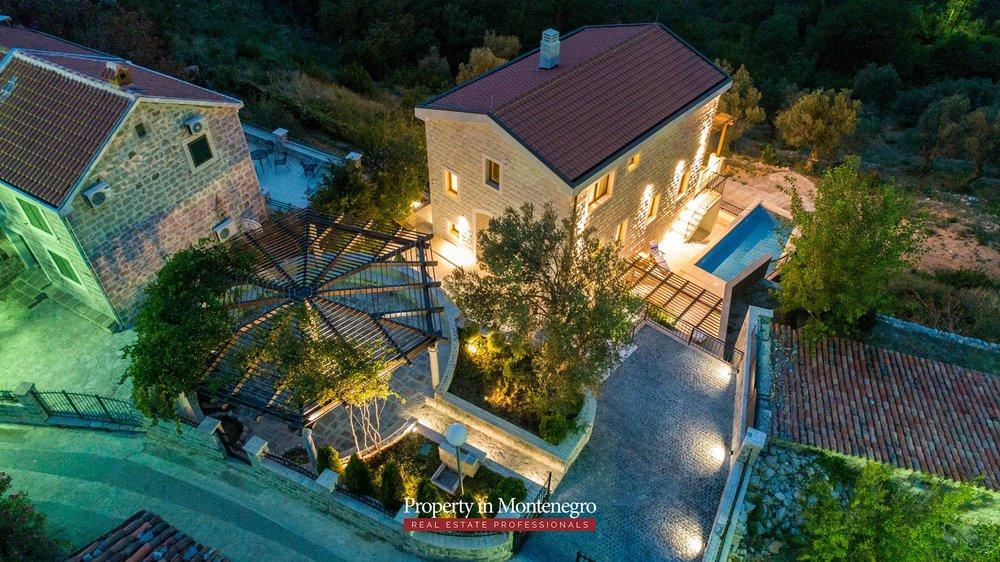 luxury-villa-with-swimming-pool-for-sale-in-Budva (38).jpg