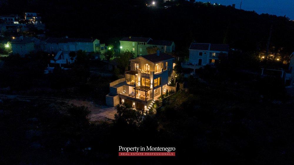 luxury-villa-with-swimming-pool-for-sale-in-Budva (40).jpg