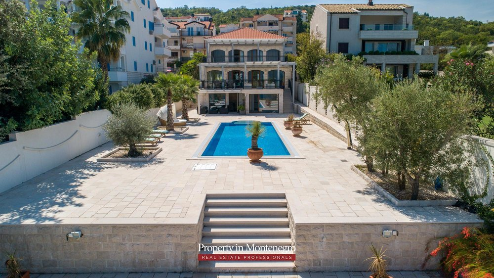 First-line-luxury-villa-for-sale-in-Tivat (2).jpg