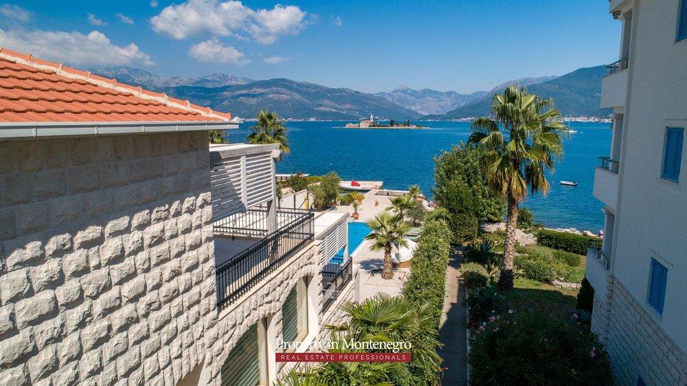 First-line-luxury-villa-for-sale-in-Tivat (5).jpg