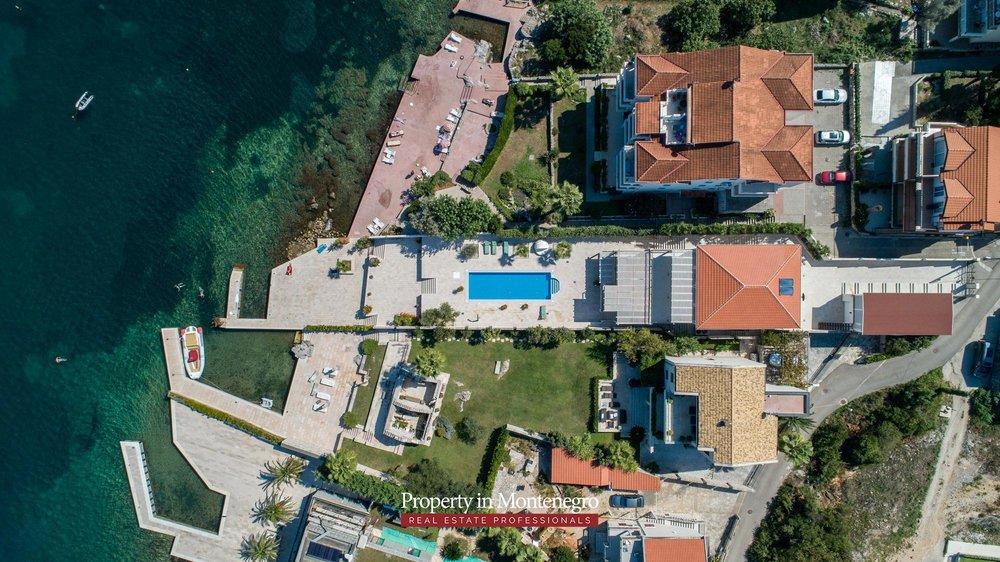 First-line-luxury-villa-for-sale-in-Tivat (16).jpg
