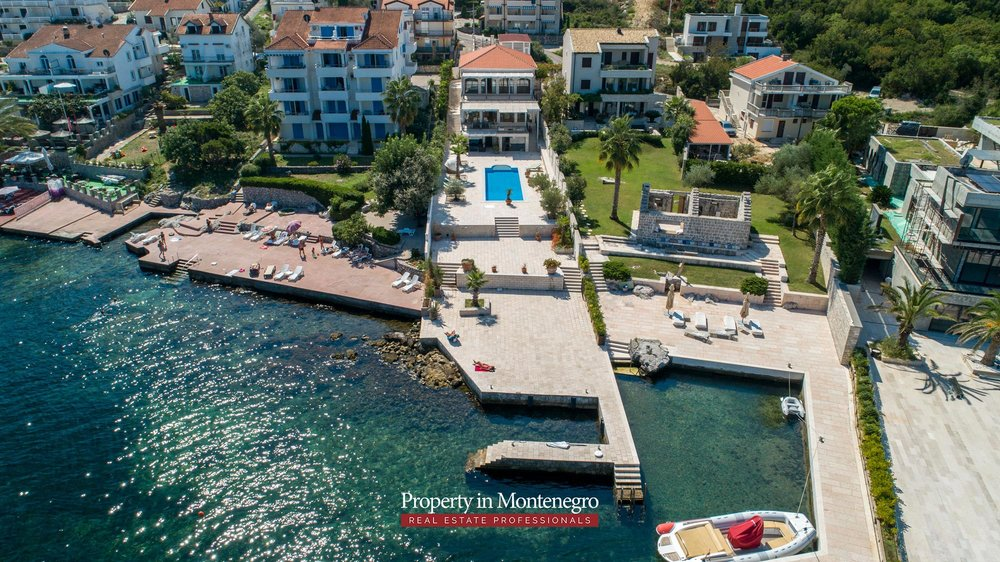 First-line-luxury-villa-for-sale-in-Tivat (20).jpg