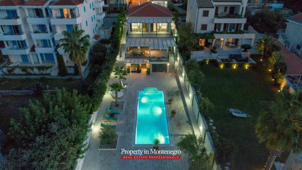 First-line-luxury-villa-for-sale-in-Tivat (37).jpg