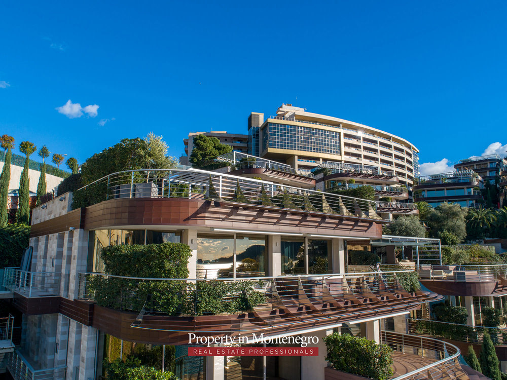 first-line-luxury-penthouse-for-sale-in-Budva-Montenegro-(3).jpg