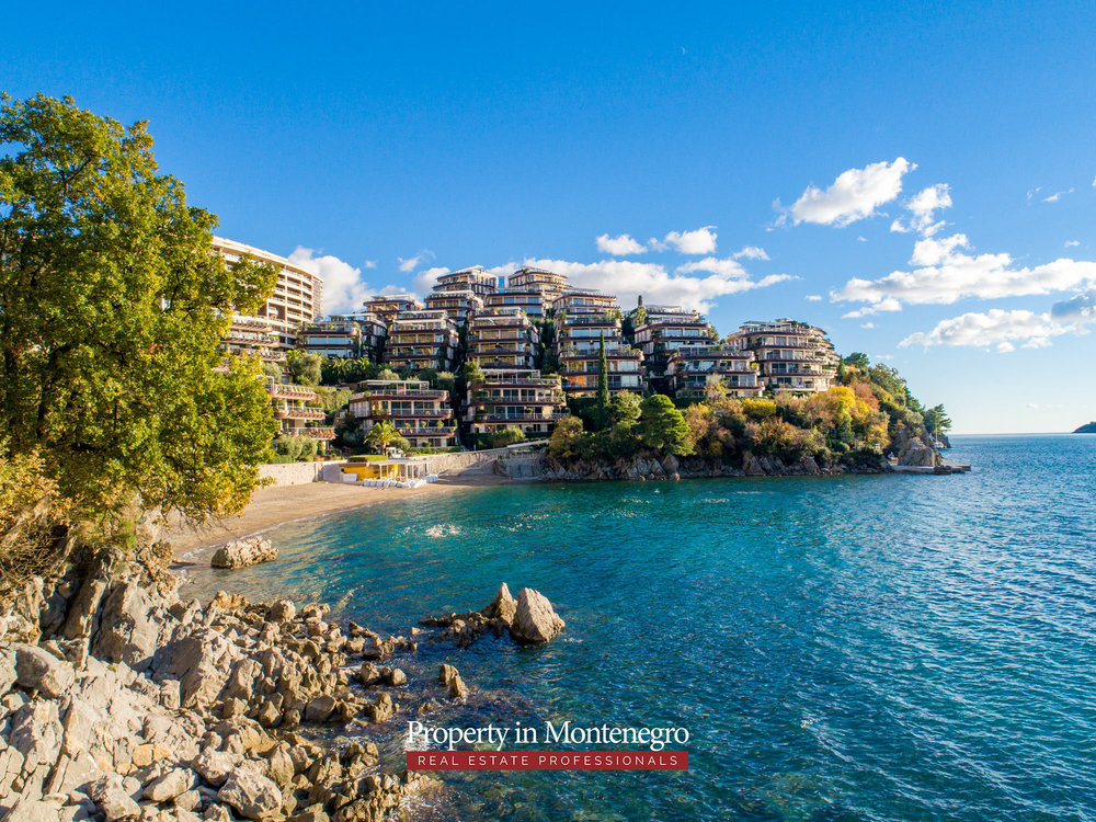 first-line-luxury-penthouse-for-sale-in-Budva-Montenegro-(7).jpg