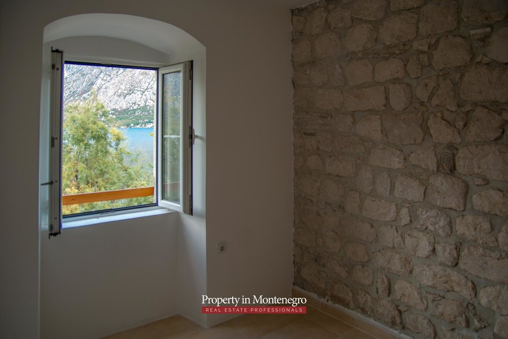 Stone house for sale in Kotor