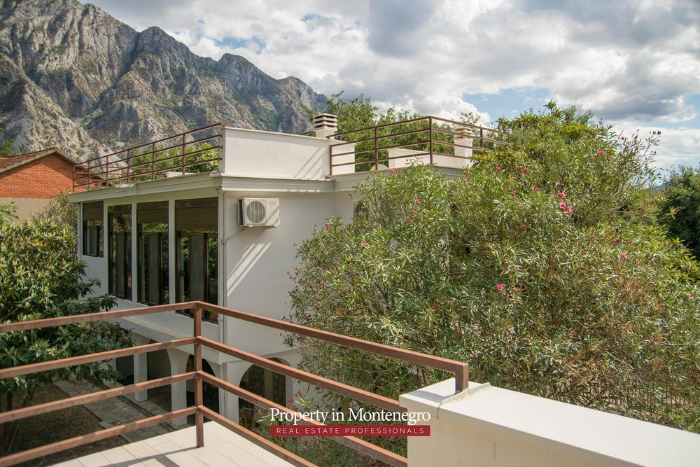 House with seaview for sale in Kotor