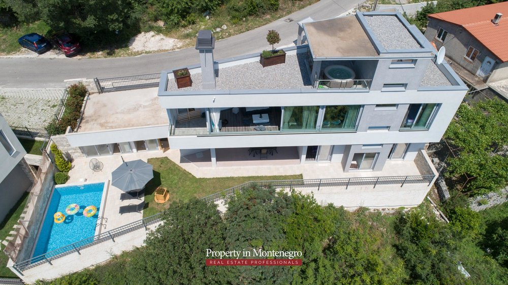 luxury-villa-with-swimming-pool-for-sale-in-Tivat (2).jpg