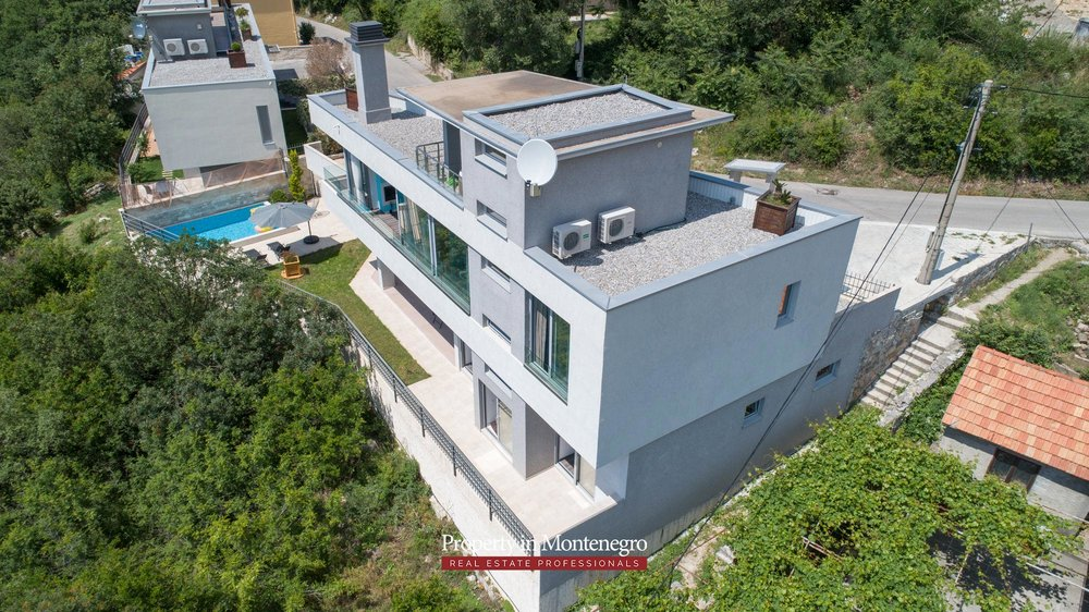 luxury-villa-with-swimming-pool-for-sale-in-Tivat (43).jpg