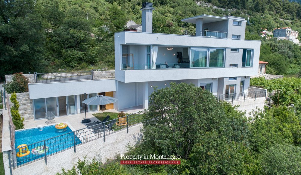 luxury-villa-with-swimming-pool-for-sale-in-Tivat (45).jpg
