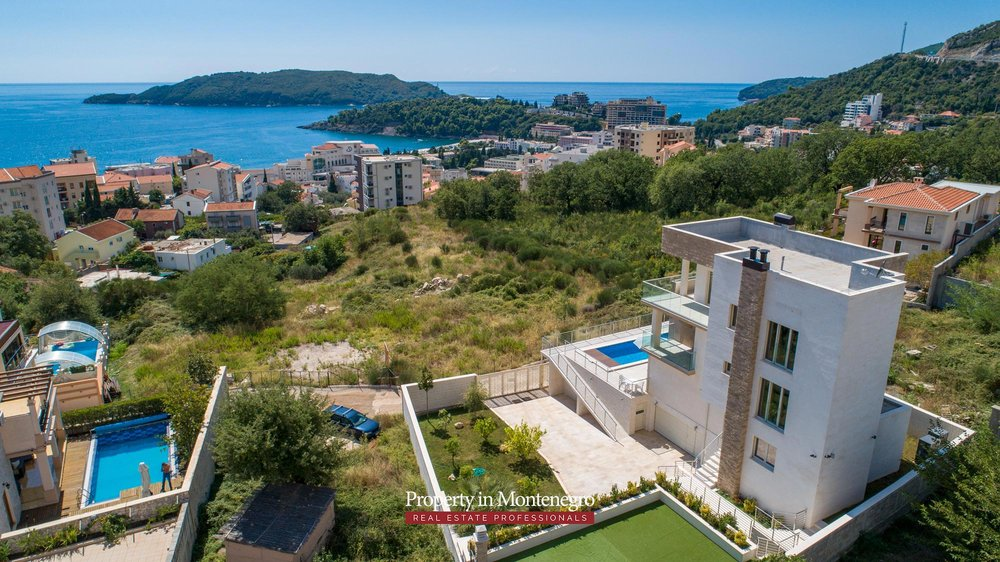 luxury-villa-with-swimming-pool-for-sale-in-Budva (6).jpg