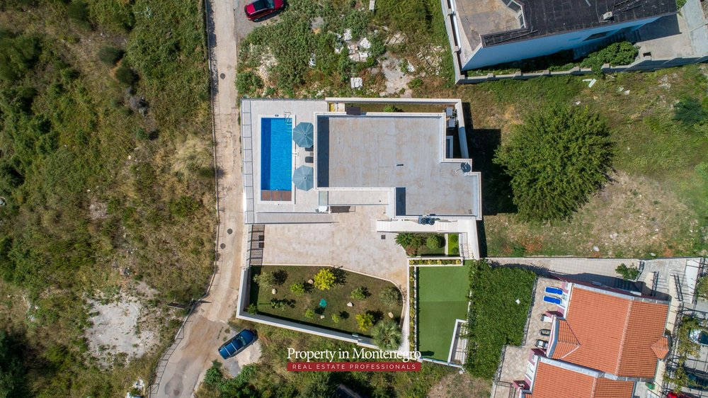 luxury-villa-with-swimming-pool-for-sale-in-Budva (10).jpg