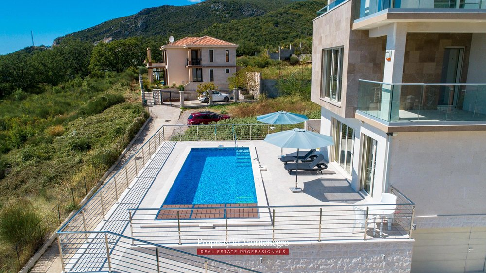 luxury-villa-with-swimming-pool-for-sale-in-Budva (44).jpg