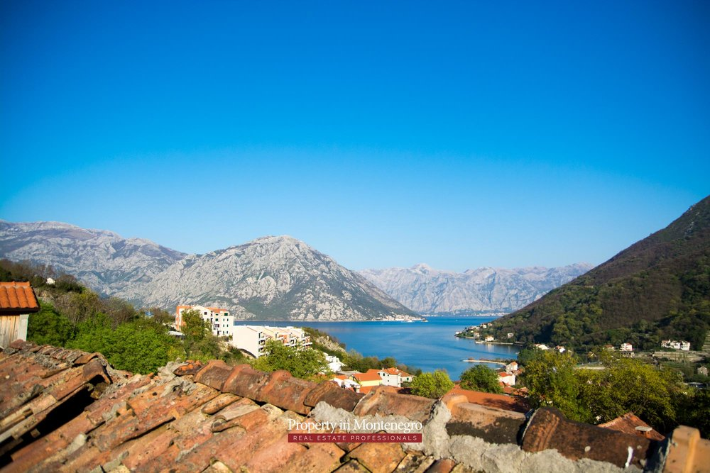 Old stone house for sale in Kotor