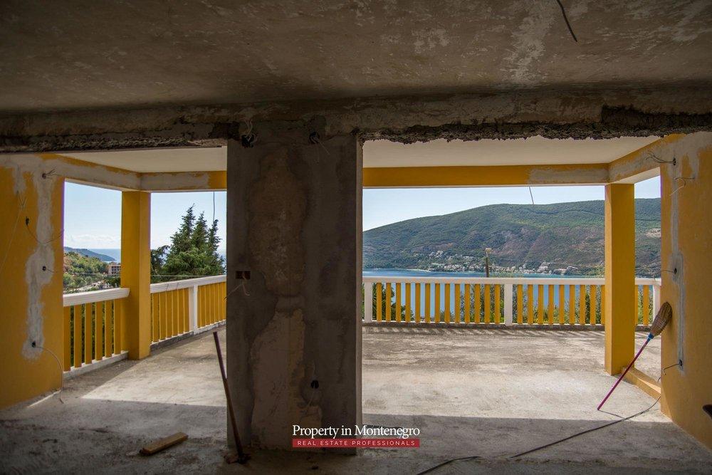 Seaview house for sale in Herceg Novi
