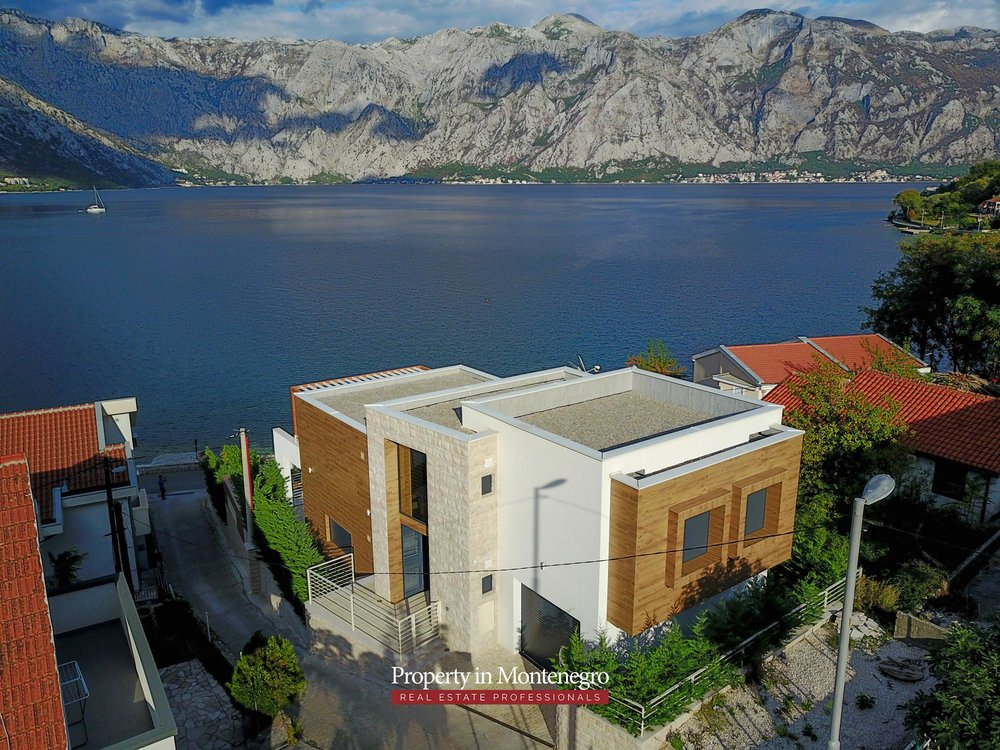 Luxury-villa-with-swimming-pool-for-sale-in-Kotor (2).jpg