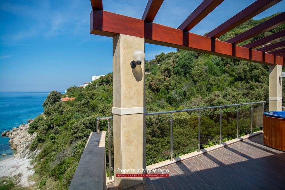 Seafront-villa-for-sale-in-Utjeha-Bar-property-in-Montenegro (11).jpg