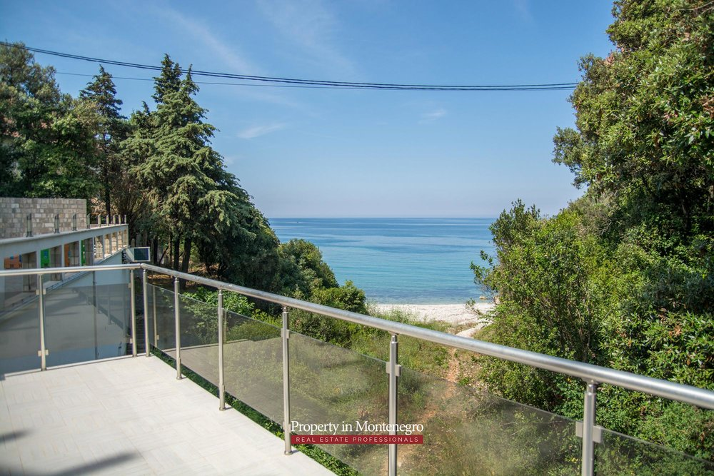 Seafront-villa-for-sale-in-Utjeha-Bar-property-in-Montenegro (45).jpg