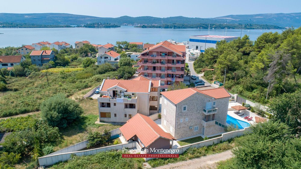 Villa-with-swimming-pool-for-sale-in-Tivat (4).jpg