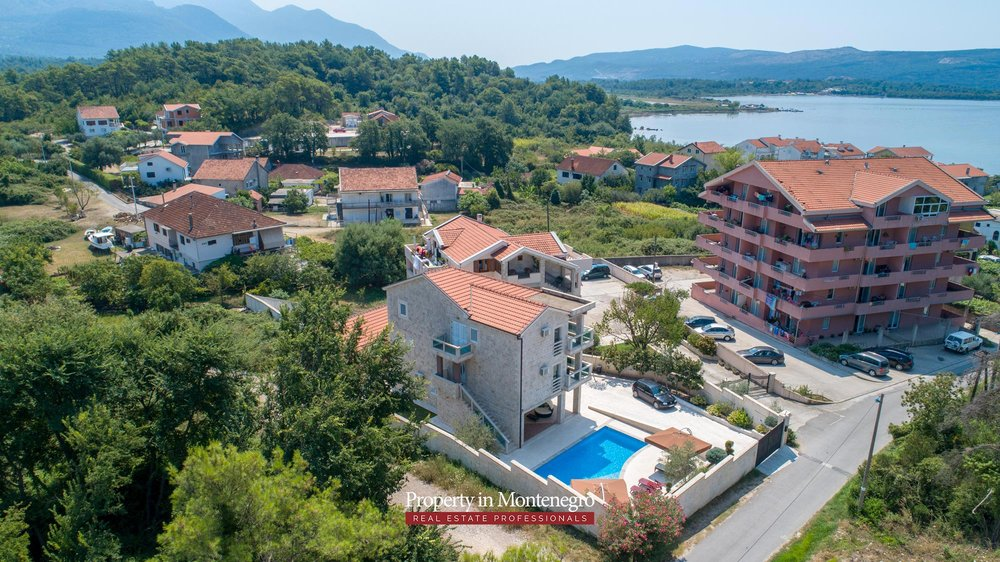 Villa-with-swimming-pool-for-sale-in-Tivat (5).jpg