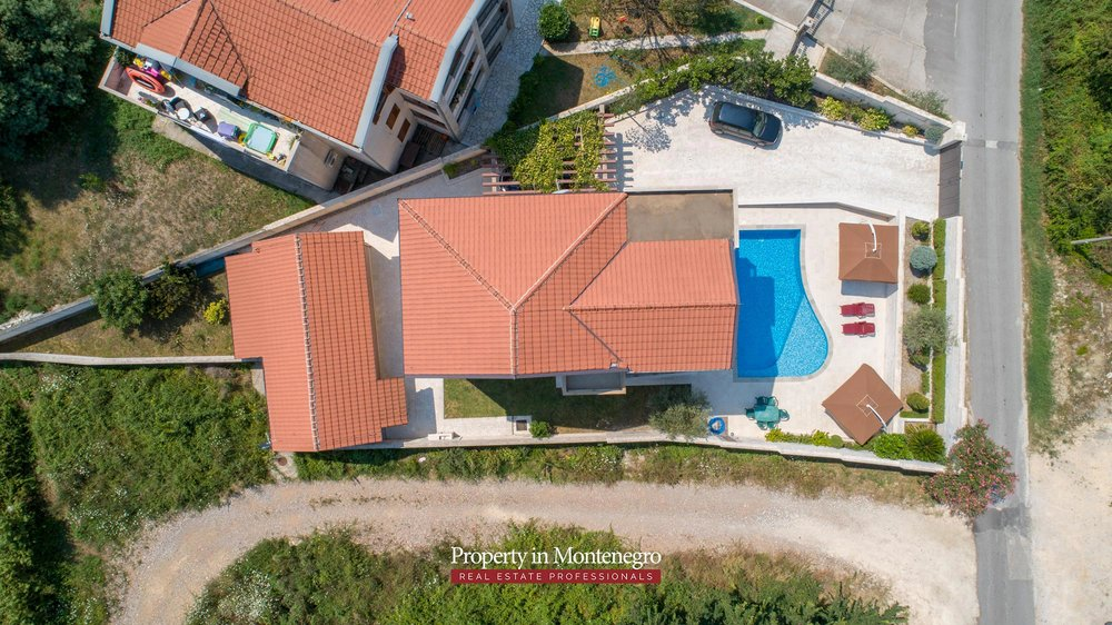 Villa-with-swimming-pool-for-sale-in-Tivat (6).jpg