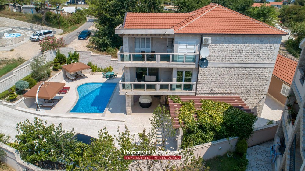 Villa-with-swimming-pool-for-sale-in-Tivat (10).jpg