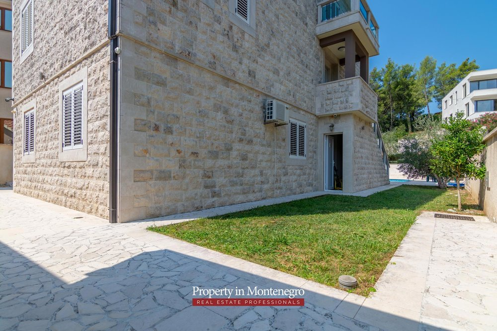 Villa for sale in Tivat